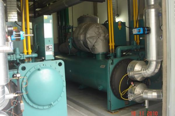 Vista dos resfriadores de líquido CH-01 e Ch-02 (1º Plano)