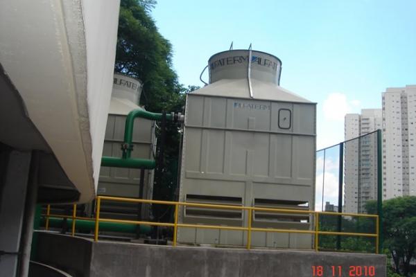 Vista das torres de resfriamento - TR-02 (1º Plano)